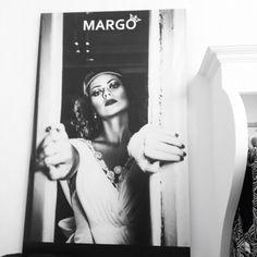 """Acel moment cand...imensul banner din Showroom-ul MARGO este apreciat de toate clientele noastre dragi, iar despre Sin Elena Daiana se spune ca... """"sigur este o actrița celebra...! Cine este?"""" ... Iar despre fotograf (Multi Art Projects) se spune ca """"este un fotograf cum putini sunt, extrem de talentat si priceput! Cine este? Sigur este cunoscut!""""  #banner #showroom #margo #margoconcept #foto #fotografie #photography #womaninlove #brasov"""