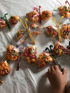 Butterfly treat bags for Myer's fourth birthday in the parpar class.