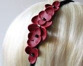 Red Leather Flower Headband by lea Leather Gifts, Leather Craft, Red Leather, Leather Earrings, Leather Jewelry, Leather Accessories, Hair Accessories, Crea Cuir, Diy Jewelry