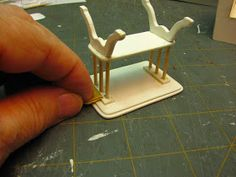 Learn how to make miniature dollhouse furniture, mini paper accessories and get techniques, tips and monthly tutorials. Dollhouse Miniature Tutorials, Miniature Dollhouse Furniture, Miniature Rooms, Miniature Crafts, Miniature Houses, Diy Dollhouse, Dollhouse Miniatures, Vitrine Miniature, Doll House Crafts