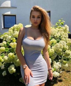 The most gorgeous women on the planet showing off their perfect curves. Tight Dresses, Sexy Dresses, Sexy Outfits, Voluptuous Women, Sexy Hot Girls, Dress Collection, Gorgeous Women, Blond, Sexy Women