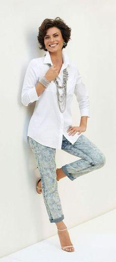Casual Looks para mulheres 50 anos e - Awsome Shirts - Ideas of Awsome Shirts - Springs Top Story: Effortless White Shirt. Over 50 Womens Fashion, Fashion For Women Over 40, Fashion Over 50, Ladies Fashion, 50 Style, Mode Style, Curvy Style, Mode Outfits, Casual Outfits