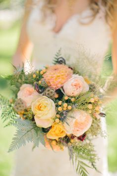 Gorgeous garden roses peachy bouquet | Photography by Emily Delamater