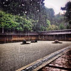 under the rain. Ryoanji, Heian Period, Genius Loci, Under The Rain, Zen Gardens, Japanese Gardens, Garden Architecture, Rainy Days, Osaka