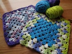 Granny Square Dishcloths...the perfect stashbuster! (Free crochet pattern too)