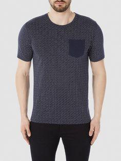 Identity SELECTED Homme - Regular fit - 100 % Baumwolle - Rundausschnitt - Brusttasche mit kontrastreichem Stoff - Gerippte Kanten - Weiche Qualität. Das Model ist 189 cm und trägt Größe L.  Basic, aber niemals langweilig. Diese T-Shirts bestehen aus 100 % Baumwolle, mit klassischem Rundhalsausschnitt gefertigt und mit einer Brusttasche. Styling-Tipp: Trage dein T-Shirt mit deiner Lieblings-Sho...