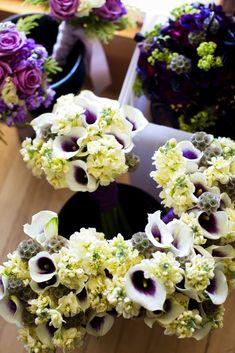 purple and white bouquets | Grape inspiration: purple and green | Ispirazione all'uva: Viola e Verde  http://theproposalwedding.blogspot.it/ #semptember #autumn #grape