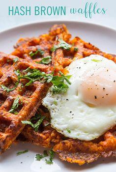 Food Hack: Turn Tater Tots into Hash Brown Waffles Hashbrown Waffles, Savory Waffles, Sweet Potato Waffles, Potato Pancakes, Tater Tot Waffle, Tater Tots, Best Breakfast, Breakfast Recipes, Homemade Breakfast