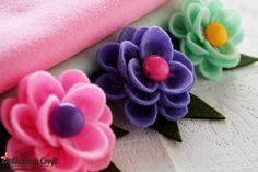 http://deliciouscraft.com/2013/02/lotus-felt-brooch/#