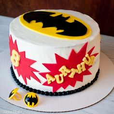 Super Simple Batman Cake Tutorial with Free Printable Templates. Even a beginner can make this adorable cake. Superman Cakes, Superhero Cake, Cake Templates, Printable Templates, Free Printables, Batman Birthday, Batman Party, 5th Birthday, Cake