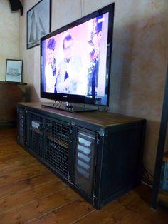 meuble industriel TV portes ancienne persiennes fabrication sur mesure