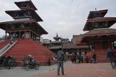 """La prima volta che sono arrivata in Nepal ero una ragazzina poco più vecchia di Ramlal,  il bambino di strada che mi aveva """"adottata"""" e che ogni giorno mi accompagnava a visitare Kathmandu, prendendomi per mano."""