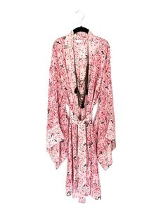 MADE TO ORDER 3-5 days 100% pure silk crepe de chine kimono, in a pink floral border print.  Available in 4 lengths and 3 sizes.  My new silk prints are limited editions, and I only have limited quantities Size Small Fits Hips / Bust up to 37 back length 30 / 38/ 47/ 59 fits UK sizes 6-10 / Euro 34-38 / US 4-8  Size Medium Fits Hips / Bust up to 43 back length 30 / 38/ 47/ 59 fits UK sizes 12-16 / Euro 40-44 / US 10-14  Size Large Fi...