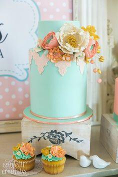 El estilo Vintage se mantiene en las propuestas para los pasteles en esta fiesta aunque manteniendo un estilo relajado por ser una fiesta para niña, así que en esta parte de la guía no centramos en…