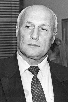 Алекса́ндр Ша́лвович Пороховщико́в (31 января 1939 года, Москва, СССР - 15 апреля 2012 года, Москва, Россия) — советский и российский актёр театра и кино, режиссёр, продюсер, Народный артист России (1994).