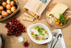 PASTA POMODORO FRESCO E BASILICO   Gelbe und rote Kirschtomaten in Olivenöl, verfeinert mit Zwiebeln und frischem Basilikum. Wir empfehlen dazu Rinderfilet oder Garnelen.