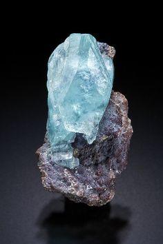 Phosphophyllite - Unificada Mines, Cerro Rico, Potosi Department, Bolivie Size: 22 x 11 x 10 mm