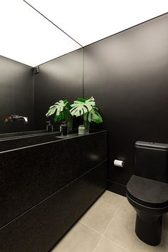 Designed to be the home of the contemporary man, the Aspen Apartment is the latest project of the Ambidestro Arquitetura in Porto Alegre. Small Toilet Design, Small Toilet Room, Decoration Inspiration, Bathroom Inspiration, Wc Design, House Design, Ideas Baños, Black Toilet, Bedroom Cupboard Designs