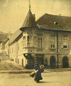 Ilyen is volt Budapest - 1920 táján Fő utca a Pala utcánál Old Photos, Vintage Photos, Old Pictures, Travel Around The World, Around The Worlds, Frozen In Time, History Photos, Budapest Hungary, Old City