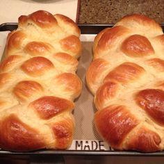 Challah bread recipe: Challah recipe with honey Challah Bread Machine Recipe, Challah Bread Recipes, Bread Machine Recipes, Honey Recipes, Real Food Recipes, Yummy Food, Bible Food, Nutella Bread