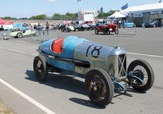 Adjugé 200 000 euros par Osenat à Fontainebleau le 14 juin 2015 : SALMSON San Sebastian Grand Prix Châssis n° 616 Ex Decaroli Compresseur Cozette n° 8. Année : 1930.