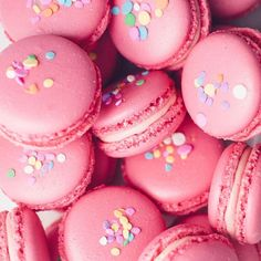 Macarons upon macarons! Our Pink Raspberry with bright pink macaron shells filled with a fruity raspberry buttercream and sprinkled with rainbow sprinkles! Homemade Vanilla, Pink Macaroons, French Macaroons, Macaroon Cake, Macaroon Recipes, Raspberry Buttercream, Cupcake Tutorial, Kawaii Dessert, Deserts