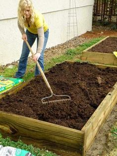 How to Build a Super Easy Raised Bed veggie garden.