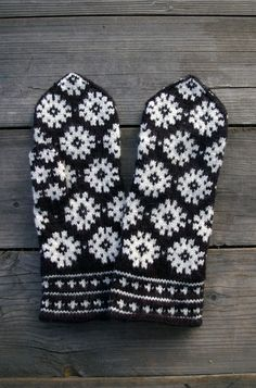 Black and white wool mittens, Mittens with snowflakes, Black gloves, Black women mittens Knitted Mittens Pattern, Crochet Mittens, Knitted Gloves, Knit Crochet, Knitting Charts, Hand Knitting, Knitting Patterns, Fair Isle Knitting, Knitting Designs