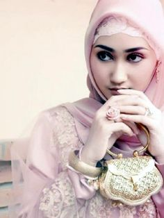Here view Islamic hijab trends and get all wedding hijab trends and wedding bridal hijab styles.Wedding hijab designs for islamic brides.Get all wedding bridal hijab tutorial videos for all visit http://fashion1in1.com/asian-clothing/islamic-bridal-hijab-trends/