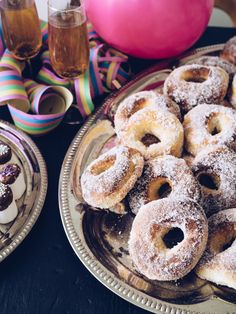 Juhlahumua & uunissa paistetut vappumunkit - At Maria's Doughnut, Bread, Desserts, Food, Tailgate Desserts, Deserts, Brot, Essen, Postres