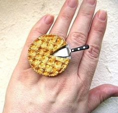 Miniature food rings bring delicacies to your hand Miniture Food, Miniture Things, Food Sculpture, Sculptures, Funky Jewelry, Jewelry Art, Sculpey Clay, Mini Pies, Clay Food