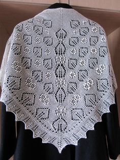 Lace shawl SMALL WHITE by MINUKUDUMID on Etsy, $80.00