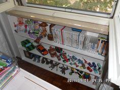 libreria sotto finestra fatta da me