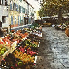 Le Marché Provençal du #PlandelaTour le jeudi matin ☺️ // the Provencal market every Thursday morning in Le Plan de la Tour !   by Riri from @golfesttropez  ➡️ Tag #GolfeStTropez to be featured ⚡️ ➡️ Follow @golfesttropez for more #exclusive #pictures  #LePlandelaTour #TGIT #Provence #wonderful_places #var #cotedazur #travelgram #igers #ig_today #ohprovence #traveltheworld #trip #photooftheday