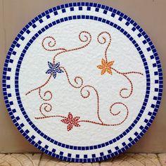 Eu amei fazer este tampo de mosaico! Tão delicado, e as cores tão lindas! Vai enfeitar e decorar uma cozinha!