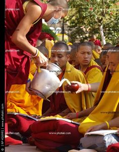 http://www.photaki.com/picture-monks-at-the-mahabodhi-temple_416991.htm