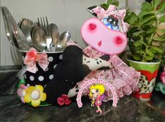 Qmimos - Fazendo Arte brincando Foam Crafts, Fabric Crafts, Diy And Crafts, Chicken Crafts, Coloring Book Art, Deli, Art Dolls, Centerpieces, Sculptures