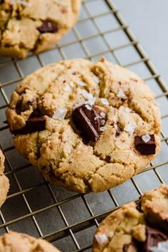 These easy olive oil cookies with dark chocolate chunks and a pinch of sea salt are the perfect twist on classic chocolate chip cookies! Soft, chewy cookies with no butter. Hot Chocolate Fudge, Homemade Chocolate Chip Cookies, Salted Chocolate, Fudge Cookies, Cookies Soft, New Year's Desserts, Winter Desserts, Delicious Desserts, Christmas Desserts