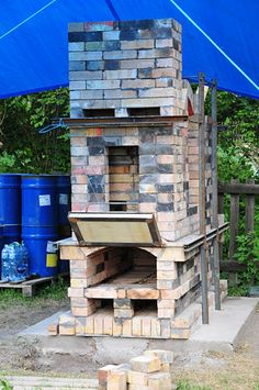 This eco kiln has been designed by Petr Toms tutor at Jarmila Studio in the Czech Republic and Patrick Bute at CNIFOP France.