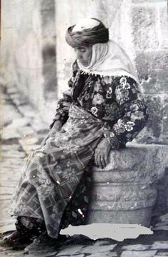 Elderly Kurdish woman. Sanlıurfa, mid 20th century.
