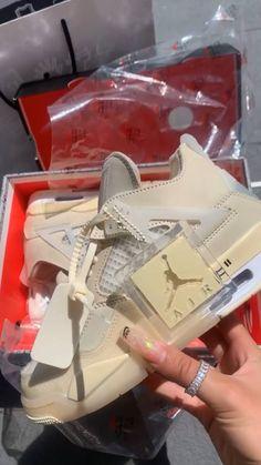 Jordan Shoes Girls, Girls Shoes, Cute Sneakers, Shoes Sneakers, New Jordans Shoes, Sneakers Fashion, Fashion Shoes, Swag Fashion, Dope Fashion