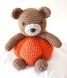 Crochet Pumpkin Bear Crochet Pumpkin, Crochet Fall, Halloween Crochet, All Free Crochet, Crochet For Kids, Crochet Toys, Knitting Projects, Crochet Projects, Amigurumi Patterns