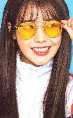 IU Source by minswagboy Korean Actresses, Actors & Actresses, Korean Bangs, Iu Hair, Cute Instagram Pictures, Beautiful Voice, Beautiful Ladies, Grunge Hair, Korean Singer