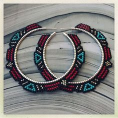 DIY Jewelry: New hoop pattern! These are the Dusk earrings. Brick stitch weaving on 2 Ster