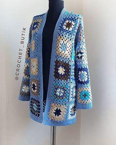 Quanta delicadeza ?!! 🌹❣ Marquem as amigas 👇👇👇 . . ❤ Siga o nosso perfil para receber novidades todos os dia Sweater Scarf, Crochet Cardigan, Knit Crochet, Granny Square Crochet Pattern, Crochet Squares, Crochet Patterns, Diy Fashion Projects, Crochet Clothes, Crochet Projects