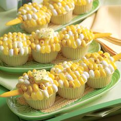 Corn-on-the-Cob Cupcakes AKA Corn-on-the-Cobcakes. Cupcakes topped with yellow, cream and/or white Jelly Belly jelly beans Starburst or Laffy Taffy yellow fruit chews black white decorating sugar to look like Corn on the Cob. Cute for a party or a BBQ. Recettes Martha Stewart, Martha Stewart Recipes, Cupcake Recipes, Cupcake Cakes, Dessert Recipes, Cup Cakes, Potluck Recipes, Potluck Ideas, Dessert Healthy