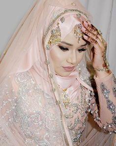 Wedding Hijab Styles, Hijab Wedding Dresses, Bridal Outfits, Bridal Hijab, Hijab Bride, Stylish Hijab, My Perfect Wedding, Royal Brides, Soft Makeup