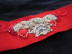 Bracelet avec incrustation tissu tapisserie vintage, ruban, perles, fil fantaisie  #manchette