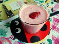 Couzinista: Smoothie τρελές φράουλες Smoothie, Tableware, Smoothies, Shake, Dinnerware, Dishes, Place Settings