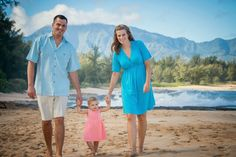 Holiday Photos - Schedule Your Session Today Or You Might Be Too Late! Poses For Photos, Couple Photos, North Shore Hawaii, Award Winning Photography, Sunset Photos, Hawaii Wedding, Holiday Photos, Wedding Portraits, Portrait Photographers
